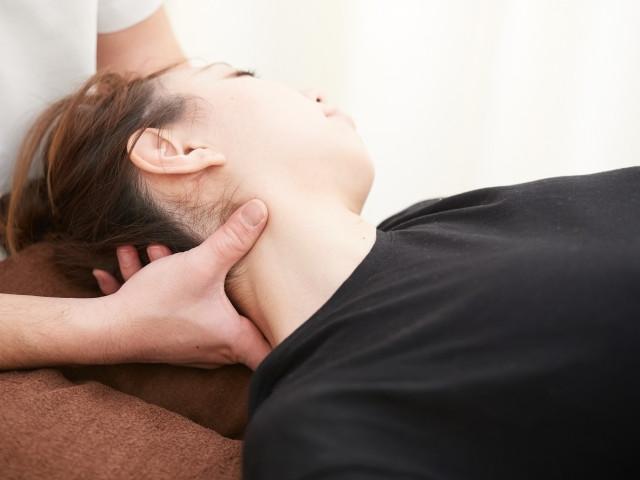 身体に負担の少ない施術で血流を改善して寝違えを解消します